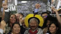 Domorodí obyvatelia bojujú o Amazóniu, postavili sa hlave štátu