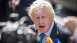 Johnson odstúpiť nemieni, nechce ďalší odklad brexitu