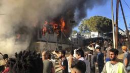 Migranti sa podpaľačstvom domáhali presunu, hlásia obete