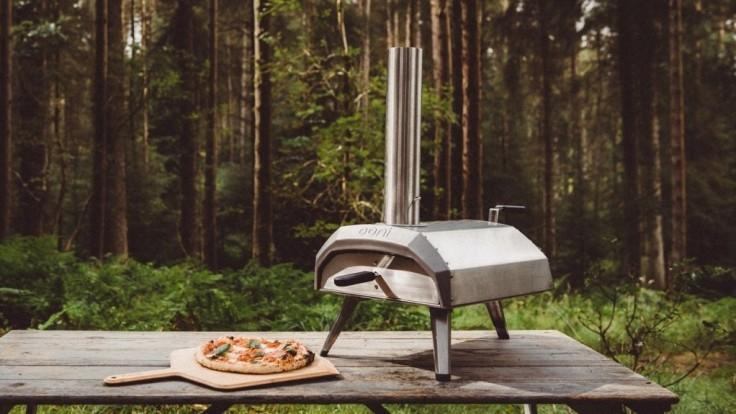 Prenosná pec Ooni Karu pripraví chrumkavú pizzu už za minútu