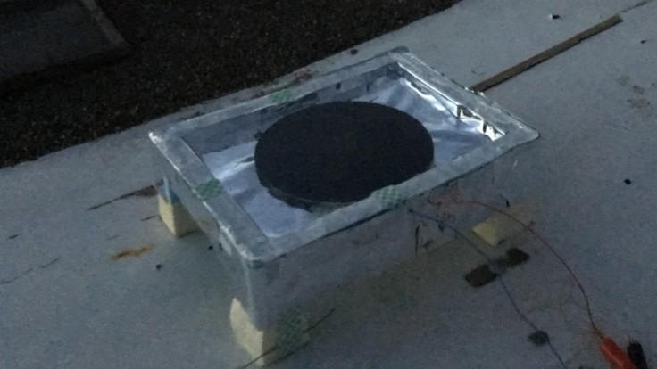 Termoelektrický generátor čerpá energiu z chladnej nočnej oblohy