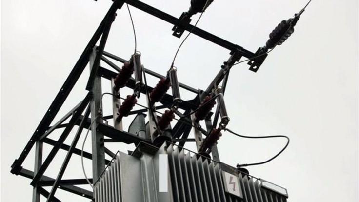 Víchor v okolí Bystrice odstavil od elektriny tisícky domácností