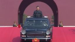 Komunistická Čína oslavuje, usporiadala gigantickú prehliadku