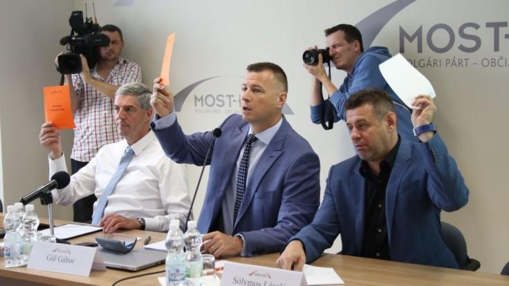 Bugárovci nie sú za predlžovanie predvolebného moratória