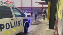 Vo fínskej škole útočili s mečom, hlásia mŕtveho aj zranených