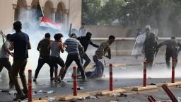 Masívne protesty rozohnali streľbou, hlásia ranených i mŕtveho