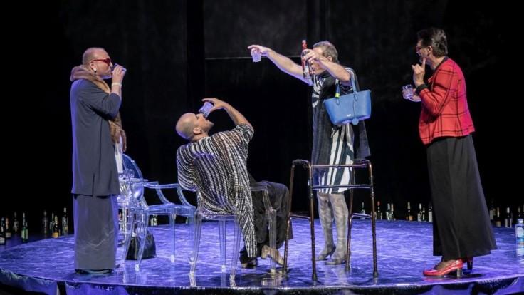 Prichádza prvá premiéra Divadla Aréna v tejto sezóne, hra Na mol