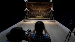 Opice v parlamente. Banksyho obraz vydražili za rekordnú sumu