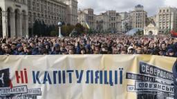 Zelenského zlomila Moskva, kričali tisícky Ukrajincov v Kyjeve