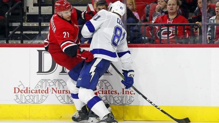 NHL: Sekera má prvý bod v sezóne, Černák blokoval strely