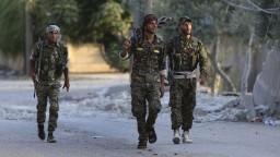 Turecko útočí, podniklo nálety na kurdské sily v Sýrii a Iraku