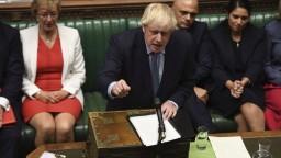 Johnson chce pauzu, pokúsi sa o ďalšiu parlamentnú prestávku