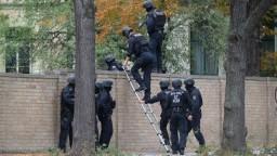 Mŕtvi na východe Nemecka. Útočník strieľal na ľudí zo samopalu