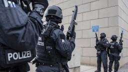 Zverejnili identitu muža, ktorý strieľal pred synagógou v Nemecku