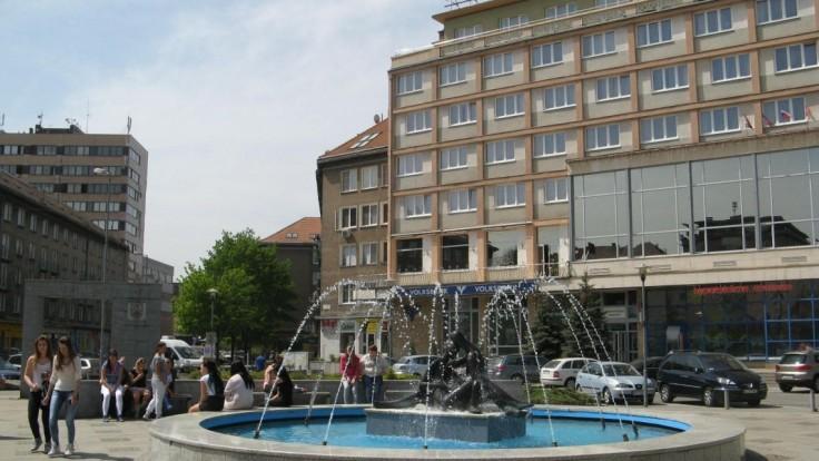V bratislavskom hoteli sa bili nahí muži, polícia zasiahla