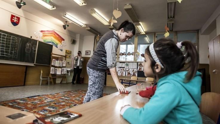 S rómskymi žiakmi zaobchádzajte rovnako, žiada Slovensko EK