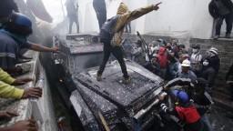 Protesty silnejú, prezident svojou politikou trestá chudobnejšie sektory