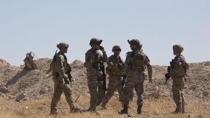 Turci ostreľovali americké jednotky, opozičné sily dosiahli kľúčový bod
