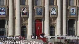 Pápež vyhlásil nových svätých, vo výbere jasne prevažujú ženy