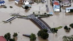 V Japonsku začali počítať obete, jedna z nich vypadla záchranárom