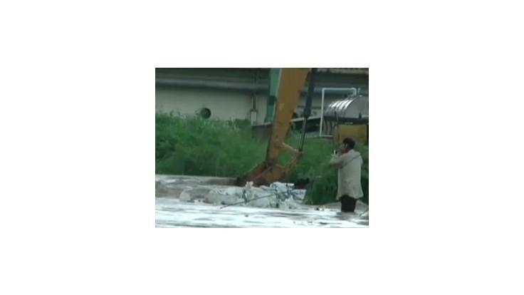 Thajsko sužujú ničivé záplavy