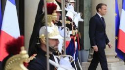 Macronovu reformu schválil parlament, mení umelé oplodnenie