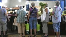 Minimálne dôchodky výraznejšie vzrastú, odhlasovali poslanci