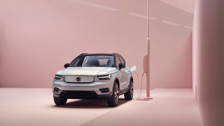 Volvo uviedlo na trh čisto elektrický model Volvo XC40 Recharge