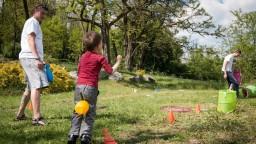 Mladí rodičia budú mať dlhšiu dovolenku, schválili poslanci