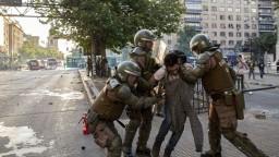 V Čile platí výnimočný stav, násilie vyvolalo zdraženie cestovného