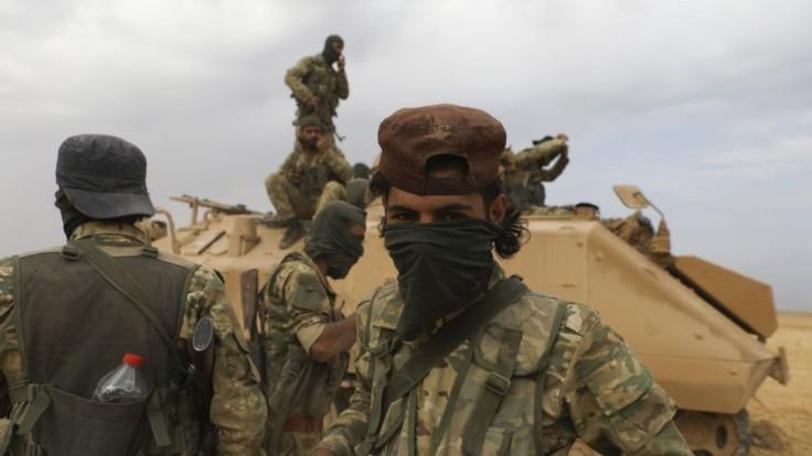 Boje v Sýrii pokračujú, Kurdi a Turecko sa vzájomne obviňujú