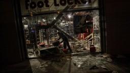 Obyvatelia už rátajú škody, Katalánci chcú koniec nepokojov