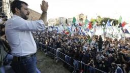 Majú ruky od krvi, obvinila na protestoch vládu talianska pravica