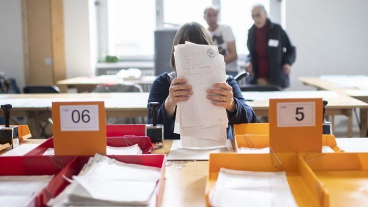 Švajčiari si volili parlament. Vyhrali oslabení ľudovci, posilnili zelení