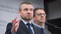 Nikto nebude nikoho kryť, reagoval premiér na Glváča a Andruskóa