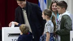 V kanadských voľbách víťazí strana premiéra, stratila však väčšinu