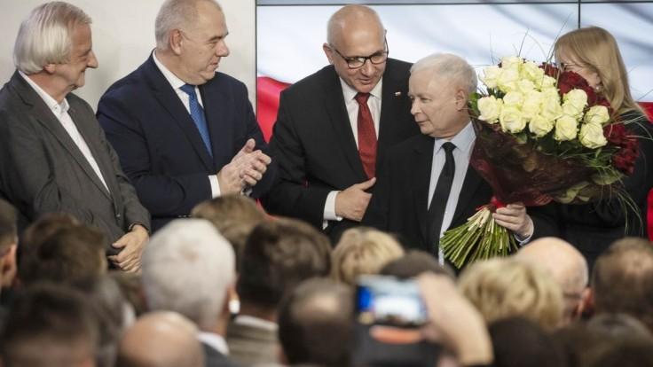 Poľskej vládnej strane sa nepáčia výsledky volieb, hlasy prepočítajú