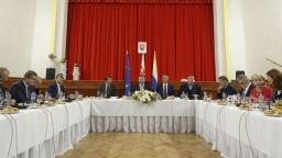 Vláda rokovala v Sobranciach, pôvodnú sumu pre okres navýšili