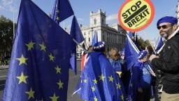 Analytik M. Reguli o zamietnutí prerokovania dohody o brexite