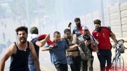 V Bagdade prisľúbili protest bez násilia, polícia však rázne zasiahla