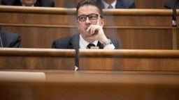 Rozhodnú o Glváčovi. Opozícia odovzdala podpisy na jeho odvolávanie