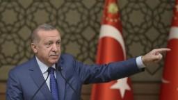 Erdogan opäť pohrozil Kurdom aj EÚ. Majú 150 hodín, zdôraznil