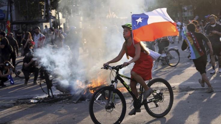Prezident Čile rozpustil vládu, nová má vyjsť v ústrety občanom