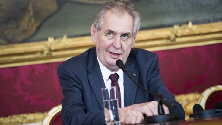 Zeman rozdal štátne vyznamenania, získali ich Jágr i exprezident SR