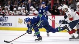 NHL: Vancouver zastavil bodovú sériu Floridy, tá dostala sedmičku