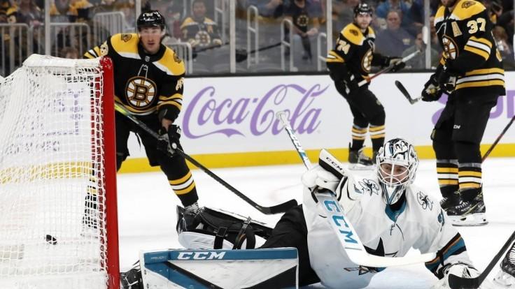 NHL: Chára s asistenciou pre Boston, Černák a Jurčo nezahviezdili