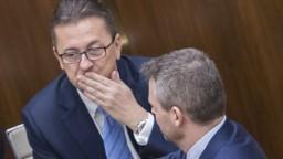 Musíme čakať, tvrdí premiér o Glváčovi. SaS nešetrí kritikou