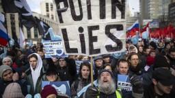 Rusi sprísnili kontrolu internetu, zákon platí napriek protestom