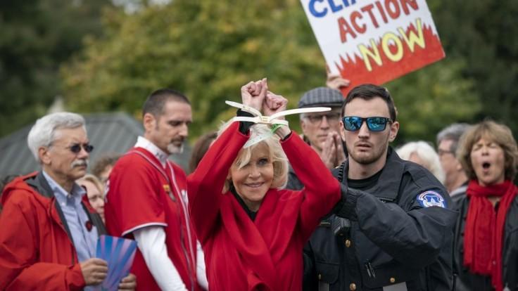 Oscarová herečka nocovala vo väzení, zatkli ju po demonštrácii