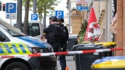 Ozbrojenec behal po obci so sekerou a zmizol. Polícia ho dolapila